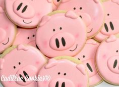 Why should you never tell a pig a secret? Because they always squeal. #decoratedcookies #cadillaccookies #pig #cookies