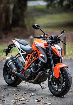 KTM 1290 Super Duke R: mirrors don't see wide enough