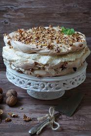 Tort dla bezowych łakomczuchów i miłośników cynamonu. Słodka cynamonowa beza przeplata się a lekko kwaskowymi powidłami śliwkowymi, chrupią... Tiramisu, Sweets, Ethnic Recipes, Food, Cakes, Baking, Cake, Sweet Pastries, Meal