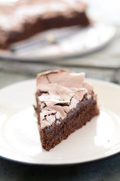 En ce début de semaine maussade, je voulais vous proposer un gâteau hyper gourmand, qui fait du bien au moral. Pour cela, il fallait du c...