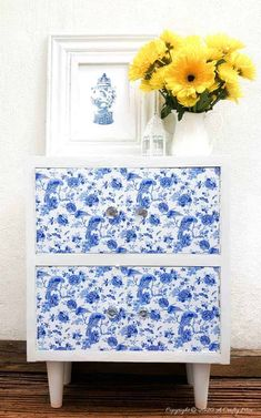 A gorgeous Chinioserie vinyl tile makeover that's easy to do and even easier to change #ChinoiserieDecor #VinylTile #EasyMakeOver #HomeDecorDIY #chinoiserietiles #ACraftyMix #blueandwhitedecor #chinoiseriechic #VinylTileDecor #DIYTutorial #TileVera #furnitureflip Wooden Storage Boxes, Stick On Tiles, Vinyl Tiles, Cabinet Makeover, Diy Cabinets, Cool Diy Projects, Handmade Wooden, Chinoiserie, Diy Furniture