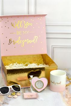 Ask your closest girls to be a part of your wedding day with pre-filled pink and gold gift box kits complete with 'Will You Be My Bridesmaid?' gold print on the inside of the box lid. Will You Be My Bridesmaid Gifts, Bridesmaid Gift Boxes, Playing Card Box, Gold Gift Boxes, Gold Print, Paper Gifts, Box Packaging, Custom Logos, Pink And Gold