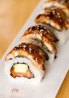 With this healthy sushi rice recipe you can add fun and creativity to create other sushi flavors that you love! What about fusion style sushi or scrumptious California? What's your sushi roll? Enjoy et bon appétit! Maki Sushi Roll, Sushi Rolls, Eel Sushi, Sushi Comida, Seafood Recipes, Cooking Recipes, My Favorite Food, Favorite Recipes, Sushi Recipes