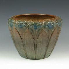 vintage mccoy amaryllis pottery | 378: Brush McCoy Amaryllis Jardiniere