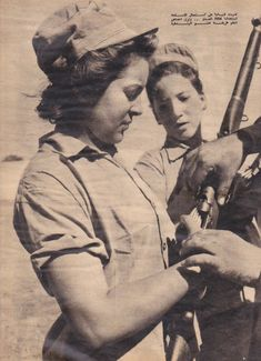 Egyptian women bear arms to resist Israeli, British and French invasion of Port Said 1956 Old Photos, Vintage Photos, Vintage Posters, Egyptian Women, Egyptian Beauty, Half The Sky, Old Egypt, Female Soldier, North Africa