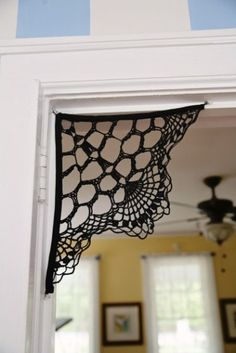 Spooky spider web is a great idea for Halloween decor. You can made it out of crochet napkins! Holiday Crochet, Crochet Home, Crochet Crafts, Easy Crochet, Diy Crafts, Crochet Yarn, Crochet Ideas, Crochet Pour Halloween, Fall Halloween