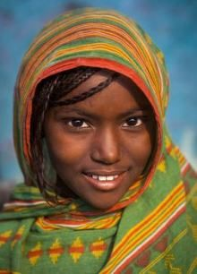Paint colors from Chip It! by Sherwin-Williams. Afar tribe girl, Assaita, Ethiopia by Eric Lafforgue. ChipCard by Reni Apostolova. Beautiful Smile, Beautiful Children, Black Is Beautiful, Beautiful World, Beautiful African Women, Eric Lafforgue, Foto Face, Smile Pictures, African Children