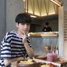 김성환(당근도령)(@hsoun9) • Instagram 사진 및 동영상 Asian Boys, Breakfast, Model, Instagram, Food, Park, Morning Coffee, Asian Guys, Essen