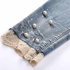 Newest Totally Free Pencil jeans woman seven ripped skinny jeans pearl with lace leg cuffs Ideas I really like Jeans ! And even more I want to sew my very own Jeans. Next Jeans Sew Along I am pla Denim And Lace, Lace Jeans, Refaçonner Jean, Jean Diy, Jeans Refashion, Diy Jeans, Women's Jeans, Sewing Jeans, Denim Crafts