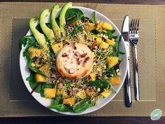 Exotischer Blattsalat mit Mango, Sprossen und gratiniertem Ziegenkäse Avocado, Clean Eating, Mango, Ethnic Recipes, Food, Sprouts, Leafy Salad, Credenzas, Oven