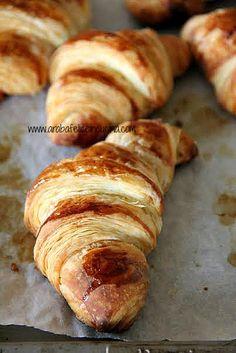 Croissants francesi con crema frangipane