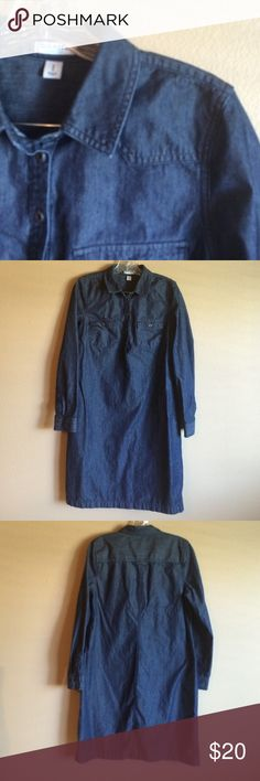 Old Navy Denim Shirt Dress size Med Grab your boots, a scarf, and your LuLaRoe and your good to go! This button closure 100% Cotton shirt dress is  length 36 in. Old Navy Dresses