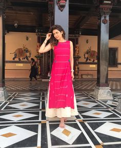 Karishma Tanna ・・・ Hanumanji temple visit in salanghpur! Thanku Global Desi for this pretty indian attire Salwar Designs, Kurta Designs Women, Kurti Designs Party Wear, Designer Kurtis, Indian Designer Suits, Anarkali, Churidar, Salwar Kameez, Sharara