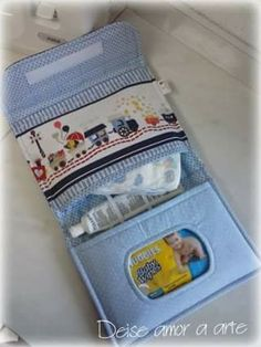 Diaper bags -- like purses and Baby Sewing Projects, Sewing For Kids, Diaper Clutch, Diaper Bags, Nappy Wallet, Sewing Baby Clothes, Kit Bebe, Baby Box, Baby Store