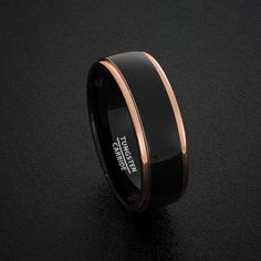 Bandes de mariage de tungstène 8mm Mens bague deux tons noir poli avec Or Rose étape bord Comfort Fit par DukeCollections sur Etsy https://www.etsy.com/fr/listing/261481148/bandes-de-mariage-de-tungstene-8mm-mens