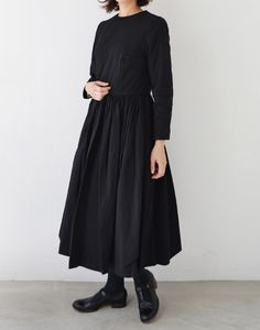 YAECA gatherd one piece black 49 Modest Outfit Ideas Every Girl Should Keep – YAECA gatherd one piece black Source Minimalist Fashion Women, Fashion For Petite Women, Curvy Fashion, Modest Fashion, Women's Fashion Dresses, Retro Fashion, Boho Fashion, Autumn Fashion, 2000s Fashion