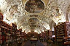 Library. Theologische Bibliothek im Kloster Strahov - Praga