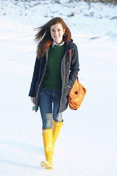 Trendy ideas for green rain boats outfit winter girls wear Preppy Mode, Preppy Style, Yellow Rain Boots, Bootfahren Outfit, Hunter Boots Outfit, Winter Stil, Preppy Winter, Casual Winter, Winter Wear
