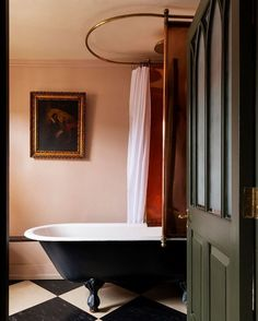Hazlitt's Hotel combines civilised surroundings, old fashioned hospitality, and friendly, efficient service in one of London's best kept secrets - book direct now. Baths Interior, Bathroom Interior Design, Upstairs Bathrooms, Modern Bathrooms, Beautiful Bathrooms, Bathroom Renovations, Bathroom Ideas, Bathroom Inspo, Country Chic Decor