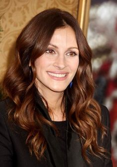 Julia Roberts reddish brown hair color 2017