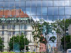 10 Tipps für einen Regentag in Prag Multi Story Building, Mansions, House Styles, Europe, Prague Travel, Rain Days, Czech Republic, Holiday Photos, Croatia