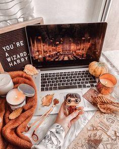 Nikki shik 🌹 – My World Wallpaper Harry Potter, Fall Room Decor, Fete Halloween, Halloween Movies, Halloween Costumes, Fall Bedroom, Autumn Cozy, Autumn Morning, Harry Potter Aesthetic