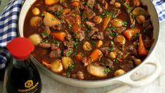 Hovězí maso získá pomalým dušením s vývarem a vínem fantastickou chuť a navíc bude krásně měkké. Pot Roast, Chili, Sweet Home, Soup, Tasty, Beef, Ethnic Recipes, Carne Asada, Meat