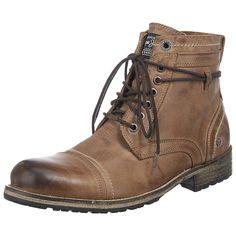 Dieser zeitlose Stiefel der Marke Pepe Jeans eignet sich nicht nur für Fans von klassischem Design. Das Obermaterial besteht aus geschmeidigem Leder und verfügt über einen raffiniert ins Design eingearbeiteten Schnürverschluss, der den stilvollen Look abrundet und Ihnen neben einem problemlosen Einstieg außerdem die Möglichkeit bietet, die Passform des Schuhs optimal an Ihren Fuß anzugleichen. ...