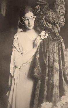 Princess Ileana of Romania Gallery / Princess Ileana Postcard Princess Victoria, Queen Victoria, Michael I Of Romania, Romanian Royal Family, Princess Alexandra, British Royal Families, Empire, Portraits, Kaiser