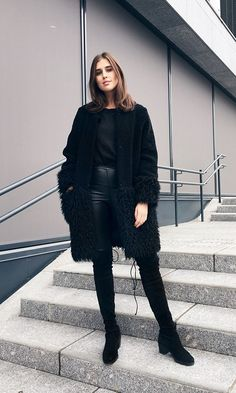 All-Black Outfits: 9 Perfect Ways to Look Like You've Made an Effort via Fall Winter Outfits, Autumn Winter Fashion, Winter Style, Holiday Outfits, Fashion Fall, Ootd, All Black Outfits For Women, Look Office, Over The Knee Boot Outfit
