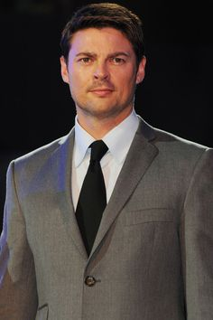Karl Urban, looking fine in a suit. :)