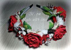 Обруч с розами из фоамирана, ягодами, кружевом и шишками