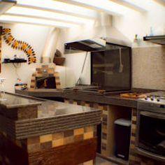 Area Gourmet - Churrasqueira, Forno a lenha e espaço para Chopeira: Terraços  por Sandra Pompermayer Arquitetura e Interiores