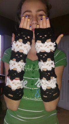 FREE Skull Hand Warmers crochet pattern by ChelseaCraft