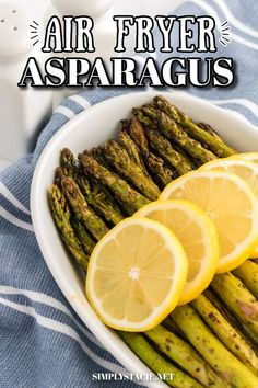 Air Fryer Asparagus - The perfect healthy side dish recipe that is ready in minutes in the air fryer. Crispy roasted asparagus is seasoned to perfection for a quick and easy addition to your family's dinner. Casserole Recipes, Soup Recipes, Cooking Recipes, Easy Dinner Recipes, Easy Meals, Thanksgiving Sides, Asparagus Recipe, Healthy Side Dishes, Yummy Appetizers