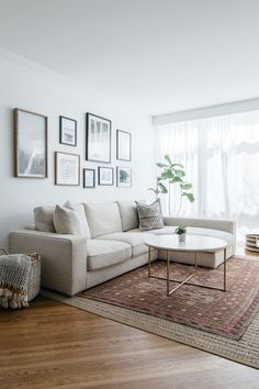 living room 566538828126500074 - Tour a Calming Chicago Townhouse With the Roof Deck of Our Dreams Source by meliskalakoglu Living Room Interior, Home Living Room, Apartment Living, Living Room Designs, Living Room Furniture, Home Furniture, Living Room Decor, Furniture Ideas, Living Room Layouts