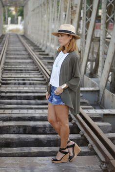 BOHO 11-8-2014  Senze kimono / Mango blouse / PullandBear shorts / Stradivarius shoes / Panama hat