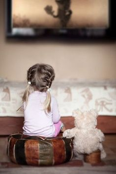 lovely idea - kids watching TV with their favorite stuffed friend! ;-) by Jacqueline. Beautiful Blog!