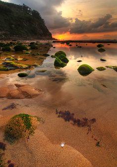 Playa de España en Quintes, Asturias, Spain