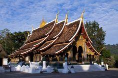Chùa Chiền là nơi linh thiêng của người dân nước Lào