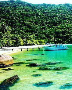 """260 curtidas, 2 comentários - Blog & Agência de Viagens 🌍 (@tgpviagensoficial) no Instagram: """"Onde gostaria de estar agora? 🌴🌳🌊☀️ ▫️Que tal em uma das 365 ilhas de Angra dos Reis, localizada no…"""""""