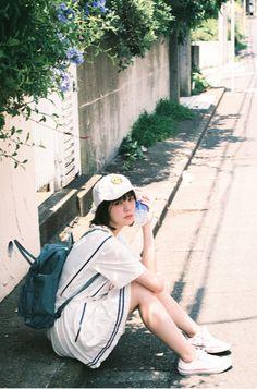 雨一颗 Japanese Beauty, Japanese Girl, Korean Short Hair, Japanese Photography, Japan Outfit, Ulzzang, Body Poses, Girl Short Hair, Japanese Models