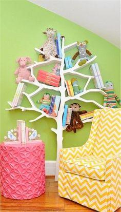 Love the tree bookshelf :)