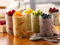 Overnight Oatmeal. 6oz of greek yoghurt + 1/4 uncooked oats + 1/4 cup fruit.
