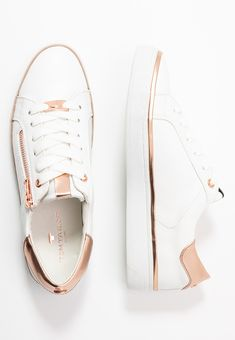 Baskets, Chuck Taylor Sneakers, Chuck Taylors, Toms, Style, Fashion, Outfits, White People, Swag
