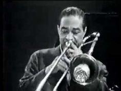 """Dicky Wells fue un músico de jazz de origen estadounidense que tocaba el trombón. Nació un día como hoy, el 10 de junio de 1907. Cortázar lo menciona en el Capítulo 11 de RAYUELA: """" (...) Gregorovius suspiró y bebió más vodka. Lester Young, saxo tenor, Dickie Wells, trombón, Joe Bushkin, piano, Bill Coleman, trompeta, John Simmons, contrabajo, Jo Jones, batería. Four O'clock Drag. Sí, grandísimos lagartos, trombones a la orilla del río, blues arrastrándose, probablemente drag..."""