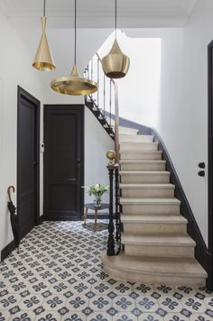 25 Staircase Decor To Keep Now - Home Decoration Experts Staircase Decor, European Home Decor, French House, House Styles, House Design, New Homes, House Interior, Home Deco, Deco