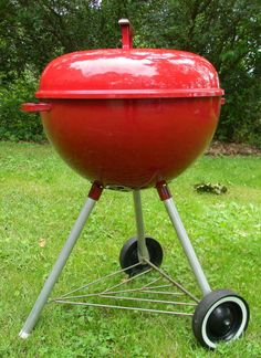 Vintage Red Weber Bar-b-q Kettle Grill