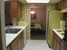 I have the taste of a grandma! Retro Interior Design, Retro Design, Colourful Living Room, Kitchen Wallpaper, Empty Room, Vintage Interiors, Old Kitchen, Mid-century Modern, Architecture Design