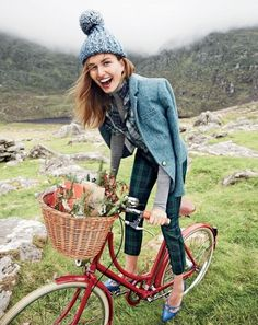 We're Swooning Over J.Crew's Holiday Shoot in Ireland | WhoWhatWear Holiday Fashion, Autumn Winter Fashion, Victoria Secret, Things To Do Today, Estilo Preppy, Look Street Style, Cycle Chic, Vogue, Bicycle Girl